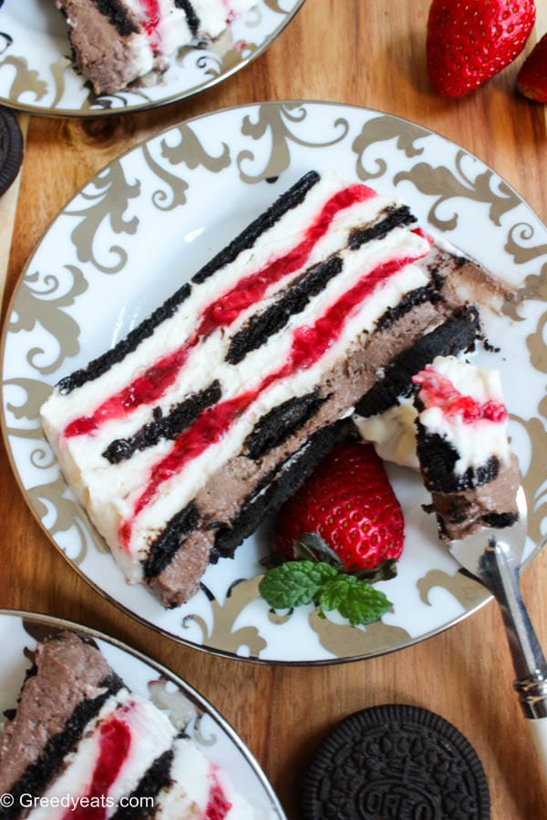 Easy oreo strawberry icebox cake perfect for summertime. No bake, filled with homemade whipped cream, strawberry compote and oreos