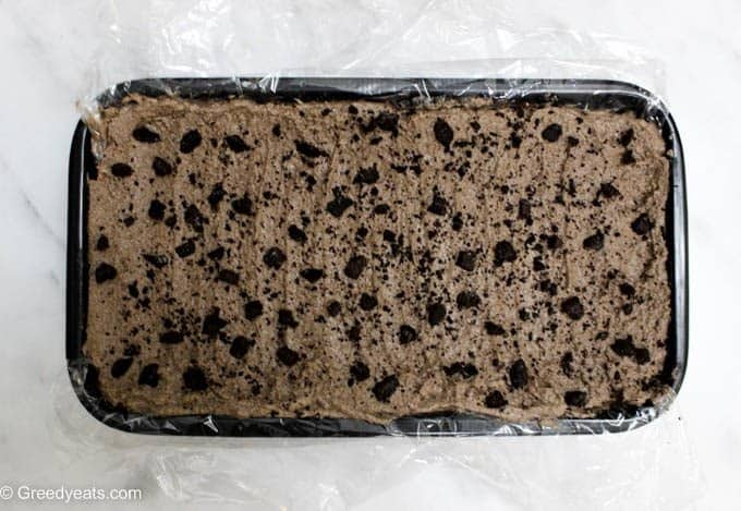 No bake cake chocolate cream layer with crushed oreos