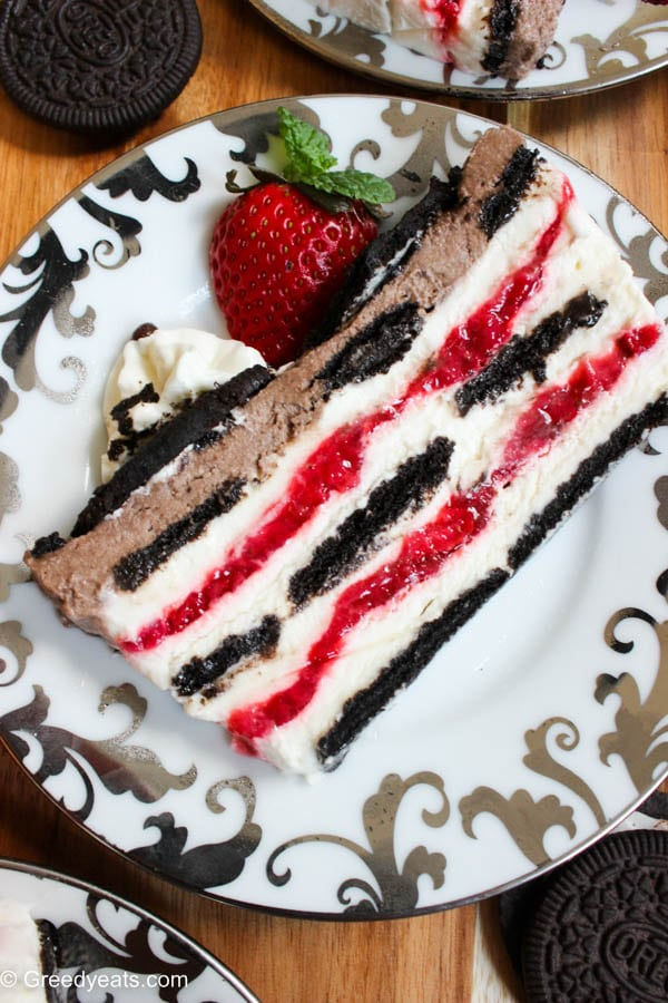 Here is how to make a perfect icecream cake. Easy and no bake oreo strawberry icebox cake layered with oreo cookies, vanilla cream, fresh strawberry filling and chocolate cream.