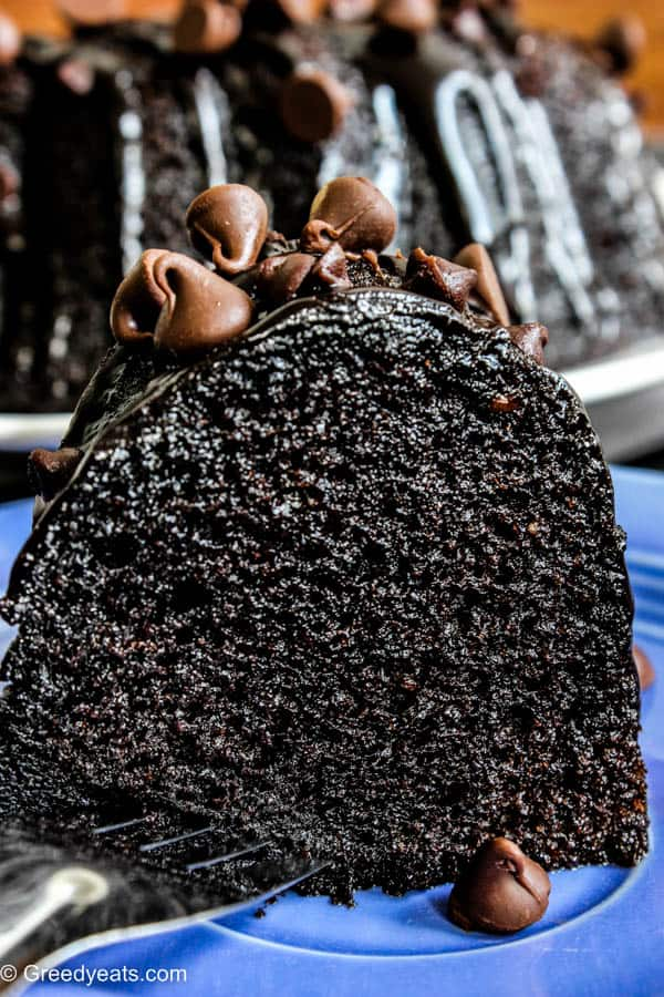 Easy and Moist chocolate bundt cake