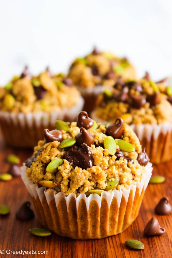 Healthy pumpkin applesauce muffins with pumpkin spice crumb