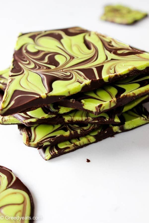 Swirly and minty, thick and chocolatey, this mint chocolate bark recipe is a perfect gift for christmas or enjoying yourself! Recipe on Greedyeats.com