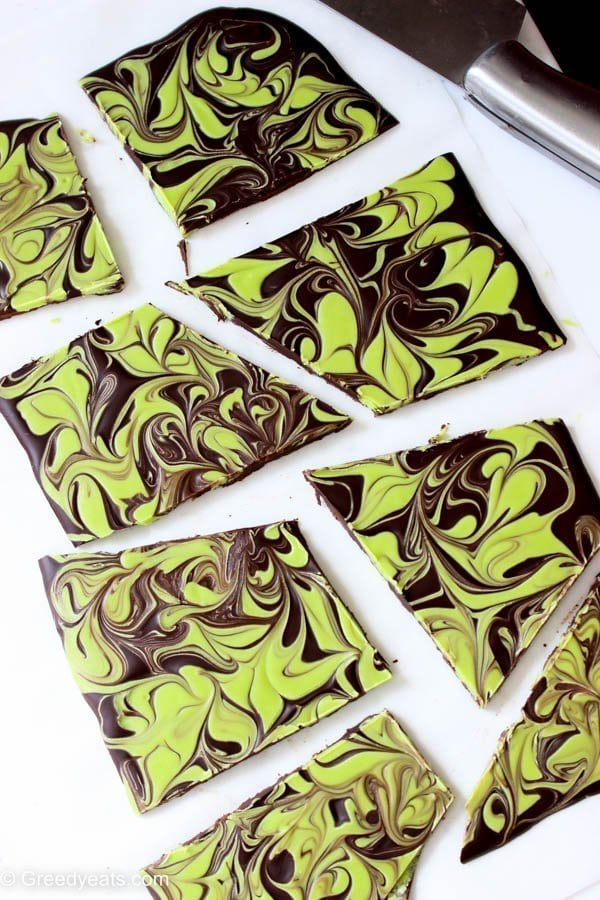 Mint chocolate bark recipe that tastes like a giant andes mint. Dark chocolate is swirled with white chocolate and green candy melts mixed with peppermint extract.