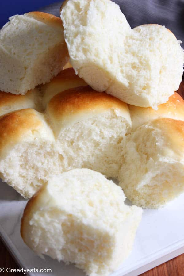 How to make the best homemade dinner rolls from scratch with simple ingredients. Baking yeast bread rolls just got a lot more easier!