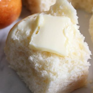 The best homemade dinner rolls recipe ever! You will love it on a weeknight or for a holiday, so soft, buttery and delicious!